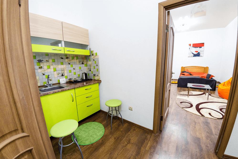 Міні кухня в номері готелю Dicovery B&B у місті Львів